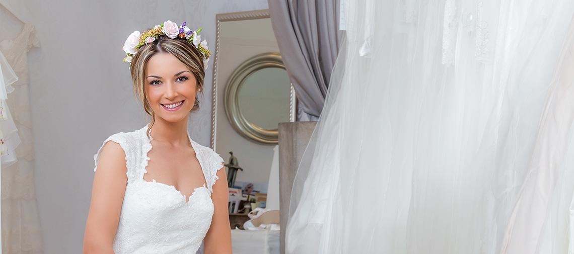 Junge Frau im Hochzeitskleid, Hochzeit, Braut
